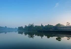 Angkor Wat zählt zu den bedeutendsten Sehenswürdigkeiten Asiens. Erkunde mit unseren acht Tipps den Tempel abseits der lärmenden Touristenhorde.