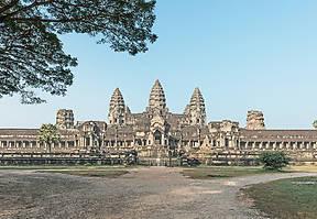 Angkor Wat ist ein Bauwerk der Superlative und lässt Besucher ungläubig staunen. Woher kam der Reichtum von Angkor und wozu wurde Angkor Wat gebaut?