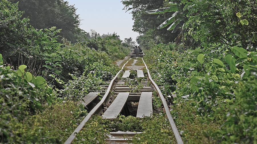 Der Bamboo Train bei Battambang mit seinen improvisierten Motordraisinen hat sich zum Touristenmagnet entwickelt. Lohnt sich ein Besuch?