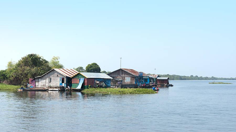 Mit dem Linienboot geht es von Battambang nach Siem Reap: Ein Abenteuer in atemberaubender Kulisse, das jede Flusskreuzfahrt ausschlägt!