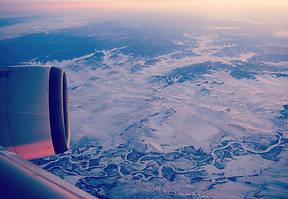 Am frühen Abend besteigen wir das Flugzeug, um über Russland, China nach Korea zu fliegen – der ersten Etappe einer Reise durch Kambodscha.