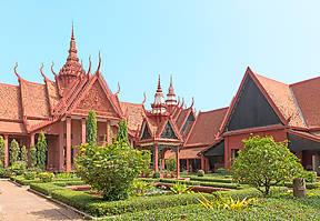 Das Nationalmuseum beherbergt die weltweit größte Sammlung von Khmer-Kunst. Hier werden die wertvollsten Stücke aus den Tempeln von Angkor aufbewahrt.