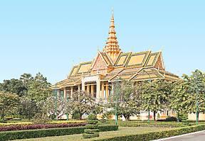 Kambodscha ist heute noch die Heimat einer glanzvollen Monarchie. Mit Königspalast und Silberpagode steht der asiatische Königshof Besuchern offen.